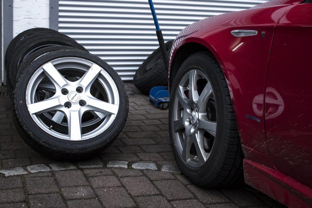 Druckluft Schlagschrauber erleichtern den Reifenwechsel